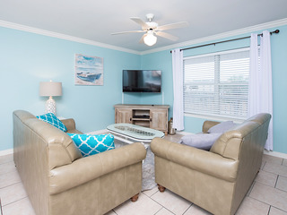 Gulf Shores Condo Ideal for Snowbirds