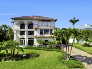 SPINNAKER DR. 516 3 STORY, LUXURY, 5 BEDROOM, GAME ROOM, POOL, AND WALKING DISTANCE TO BEACH!!