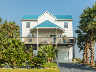 Roomy Family-Friendly 4BR on Beach