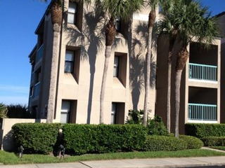 Bright 3 Bedroom end unit condo, next to pool and walkway to beach- gated beach side neighborhood