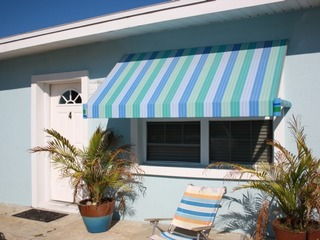 Two Palms: Adorable Cottage 1 Bedroom cottage just steps from the ocean with parking, privacy and an outdoor shower