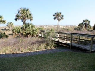 Cute 2 bedroom Ocean Front Condo with Beach Access and Parking