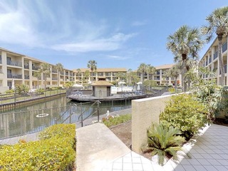 Fall special! Ground floor 3 Bedroom condo with large patio and lagoon views!