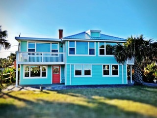 Salty C: Enjoy the Sunrise at this large 7 bedroom oceanfront home in St Augustine Beach. Sleeps up to 12~