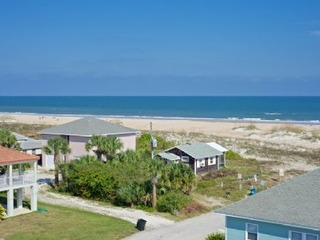 Beach Retreat: Luxury 5 BR Beach House perfect for the whole family with ocean views and Private Pool