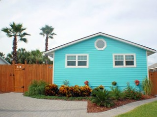 Sapphire: Updated 2 bedroom home with private pool, hot tub, cabana and just a block to the Beach