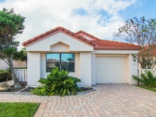 1717 Sea Place: Beachside 3 bedroom patio home with fenced yard, garage, community pool and beach access