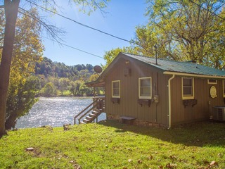 Cozy, Waterfront Home on New River- Onida