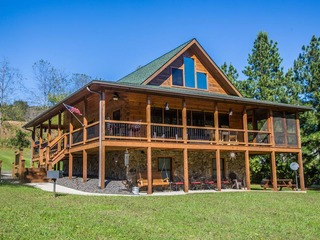 Log Cabin- Romantic River Front Getaway on the New River