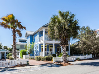 4BR/4BA Boogie Board Inn w/ 3 Pools, Walk to Beach