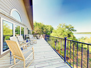 Lakefront 5BR w/ Decks, BBQ & Pool