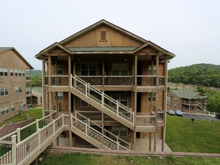 Pool | Hot Tub | 2.2 miles from Silver Dollar City | Free Wifi #703605