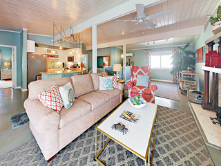 Charming Beach-Chic 2BR Cottage by Seawall