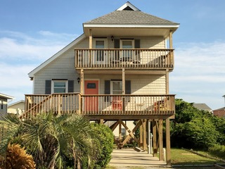 Wave Friends House at Holden Beach