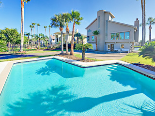 Canal-Side 4BR/4BA w/ Pool & Dock- Near Beach