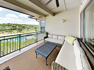 3BR w/ On-Site Dining, Spa, Marina