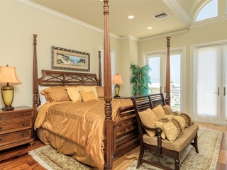 Gulf Paradise C: LUXURY townhome across street from BEACH w/ OCEAN VIEWS & POOL!