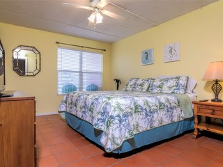 Gulfview ll 307: AFFORDABLE condo for 4 w/ POOL! Next door to SCHLITTERBAHN!