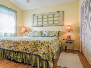Costa Bella Atrium: BEACH HOUSE upstairs condo w/ BACKYARD! ½ block to beach!