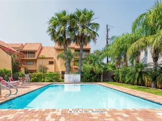 La Solana 128: LARGE FAMILY townhome condo w/POOL & BOATSLIP in BAYFRONT complex