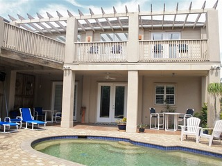 Casa Aries: PRIVATE ISLAND HOME w/ PRIVATE POOL & BACKYARD! 1/4 block to BEACH!