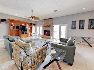 Crystal Beach 4BR w/ Tiki Bar