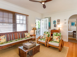 2BR Garden Cottage- Walk to Beach!