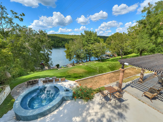 THE ARRIVE BUNGALOW ON LAKE AUSTIN
