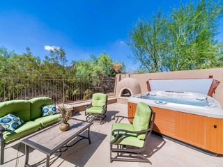 Upscale Grayhawk Neighborhood- Large Relaxing Spa & Pool
