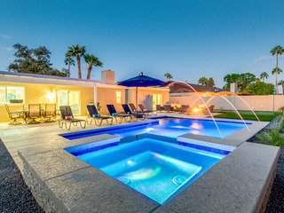 Scottsdale Resort Backyard Paradise! Heated Pool and Spa! Private Putting Green!