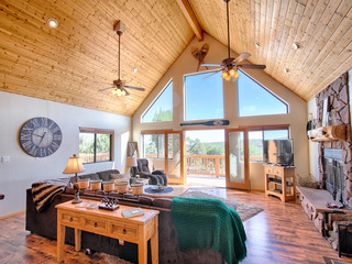 15% OFF If Booked Prior To August 1st! Luxurious Cabin Retreat! With Mountain Views!