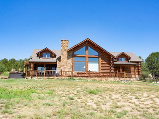 Bright Star Ranch- 5 bedroom with hot tub on 40 acres