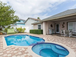Casa Perla: Spacious FAMILY beachhome w/ PRIVATE POOL & just a 1/4 blk to beach!