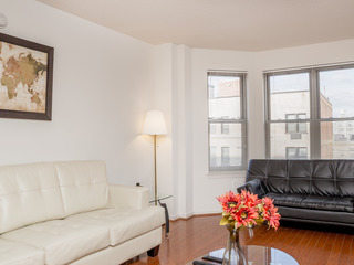 Contemporary One bedroom apartment in a great neighborhood.