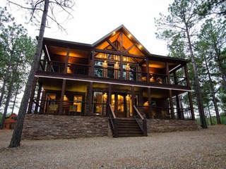 Geronimo Lodge- (6 Bdrm) (High Lux)(HOT TUB)