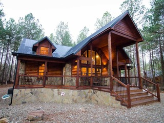 Serenity Point Cabin (4 Bdrm) (High Lux)(HOT TUB)