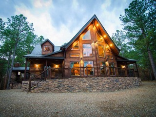 Four Leaf Clover Lodge (4 Bdrm) (High Lux)(HOT TUB)