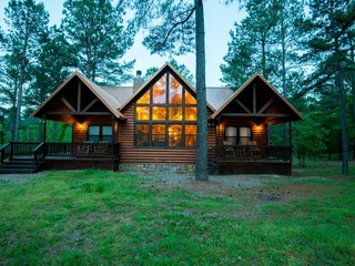 Four Pines Lodge(3 Bdrm) (High Lux)(HOT TUB)