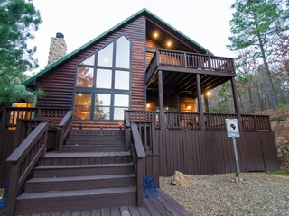 Cliffhanger Cabin (3 Bdrm) (High Lux)(HOT TUB)