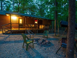 Bradley's Cabin (2 Bdrm)(HOT TUB)