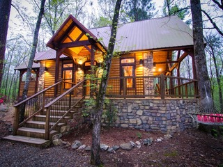 Chasing Fireflies (1 Bdrm)(Luxury Cabin)(Hot Tub)