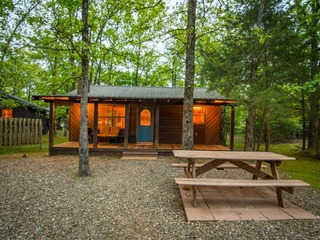 Little Rainbow Studio Cabin (1 Bdrm)