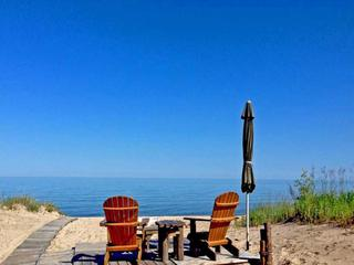 Lake Huron- Super Cute 2 bedroom, 1 bath- Lake Front Vacation Cabin- Sleeps 5