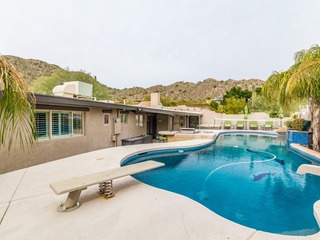 Beach House Feel in the Desert-Family Friendly Mini Resort Large Yard & Casita! 4 Night Minimum Stay