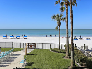 Emerald Isle 104 BEAUTIFUL Updates / Direct BEACHFRONT!