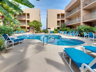 Beachview 314: 2BR condo across the street from BEACH w/ tropical POOL & HOT TUB