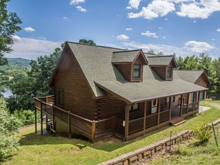 AMAZING Views of Claytor Lake- 4 Bedroom Gorgeous Log Home