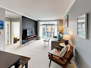 Chic Belltown Court Condo w/ Pool & Rooftop Deck
