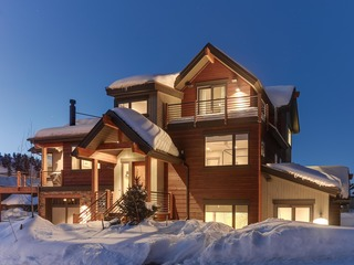 Breck Luxury Chalet w/ Hot Tub + Gourmet Kitchen- Walk To Gondola, Breathtaking Views!