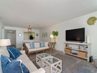 Shoreline Towers 1045- Beachfront Vacation Rental